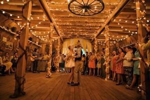 couple-dancing-rustic-barn-wedding